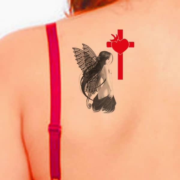 kruis oor terug tattoo
