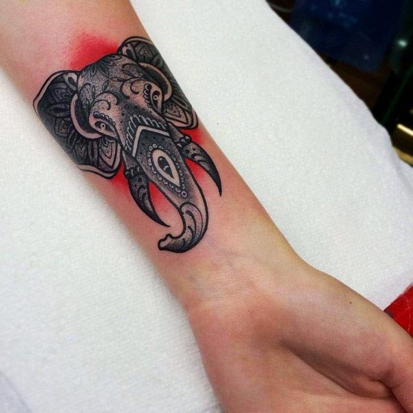 тетоважа со слонови за зглоб