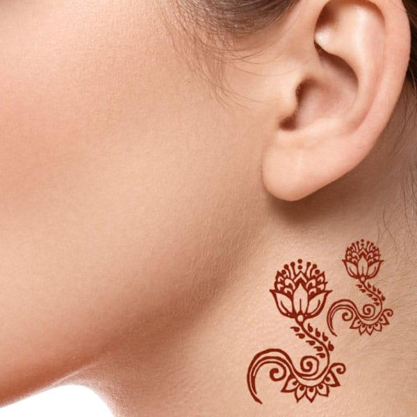 henna tattoo on neck