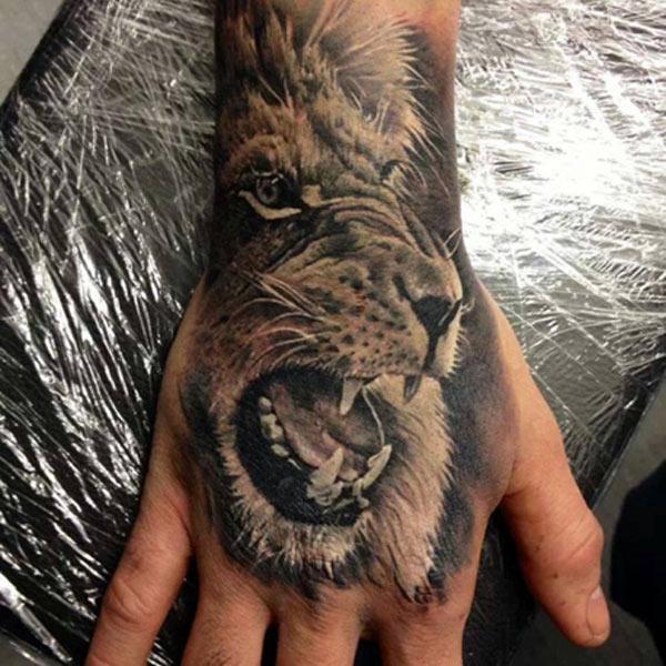 løve tatoveringer