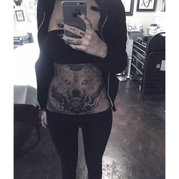 wolf dziewczyna tatuaż