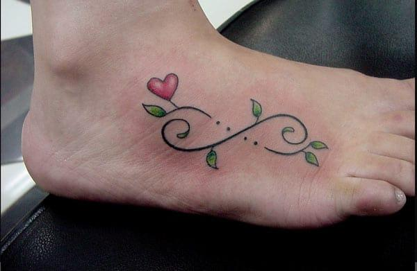 tatuaje infinito a pie