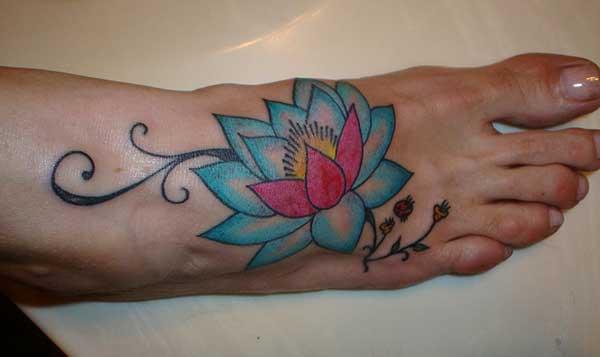 kvenkyns Lotus blóm húðflúr