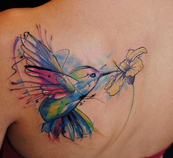 tato wanita hummingbird