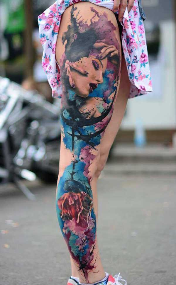 tatouages de jambes colorées
