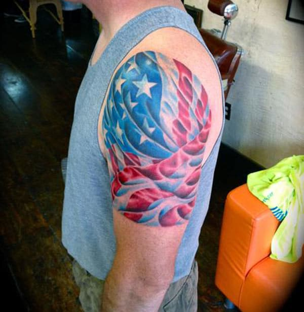 Men makes American Flag Tattoo on their shoulder to flaunt it