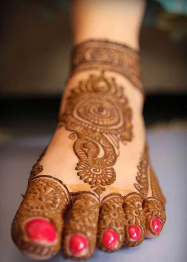 henna mehendi tatoo design on foot