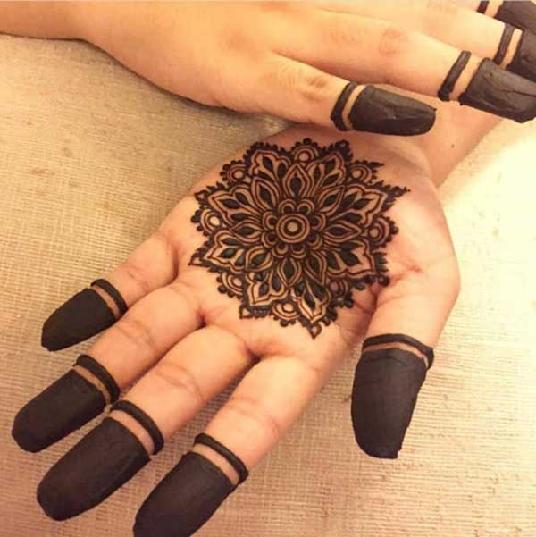 Cute henna mehndi tatto design on hand