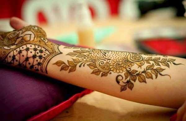 arabic henna mehendi tatoo design នៅលើដៃ
