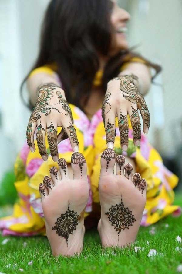 henna mehendi tattoo design on foot