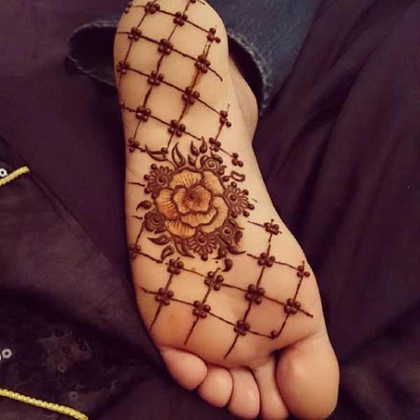 henna mehndi tattoo design on foot