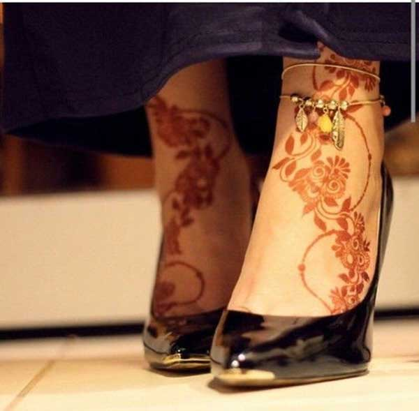 henna mehndi tattoo design for feet