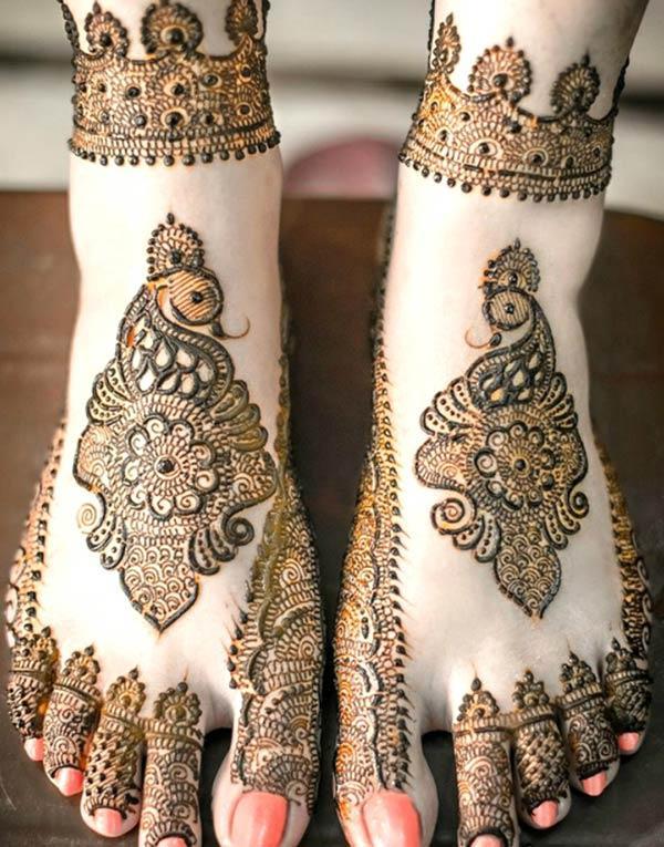 Феет Мехнди идеја о дизајну тетоваже