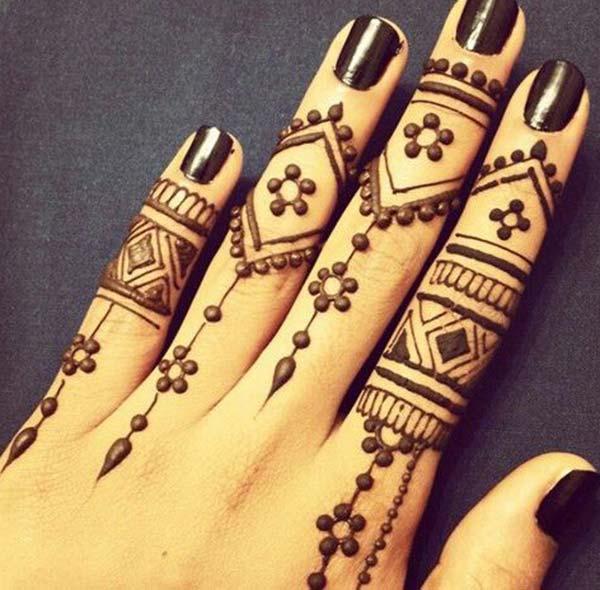 пръсти Mehndi дизайн татуировка идея