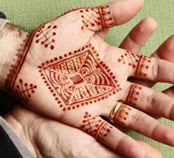Syniadau dyluniad tatŵs Henna / Mehndi