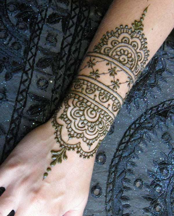 மணிக்கட்டு மெஹந்தி பச்சை வடிவமைப்பு யோசனை