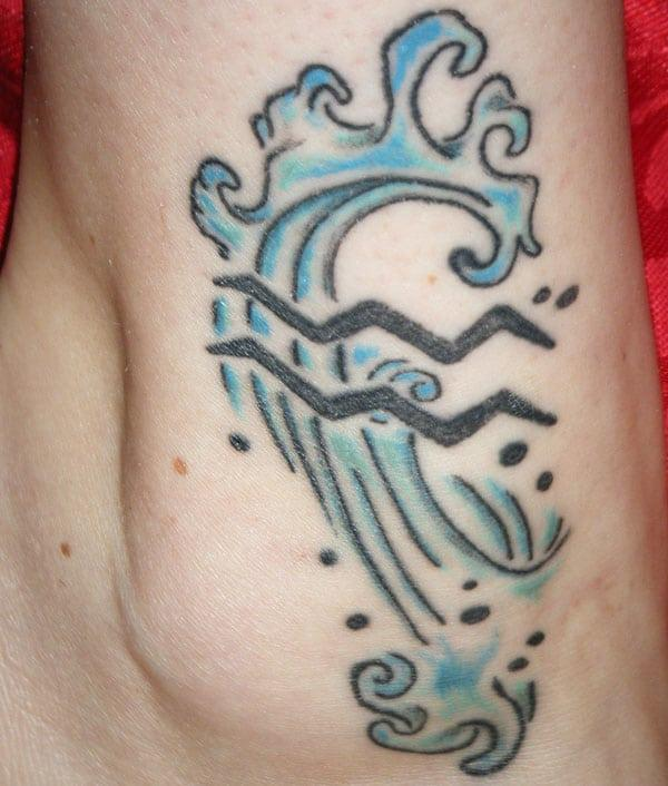 Blue thundering Aquarius tattoo to beautify your body parts