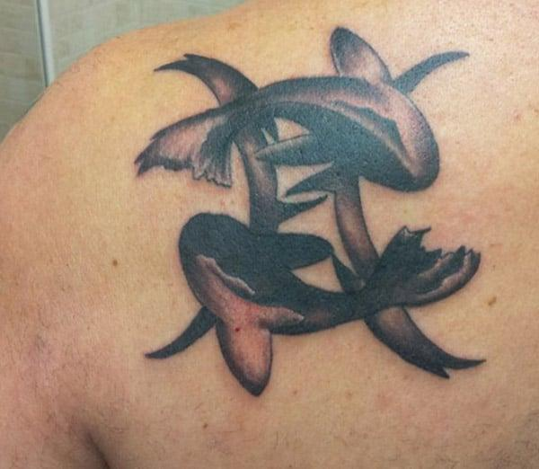 Pisces tattoo adorned on the shoulder displays the powerful attire