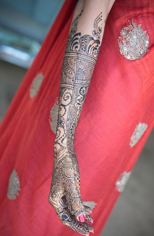 Mehndi e tletseng letsoho ea tattoo designs