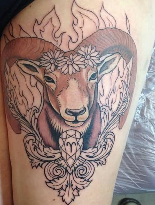 Idée de conception de tatouage de cuisse Bélier pour les filles