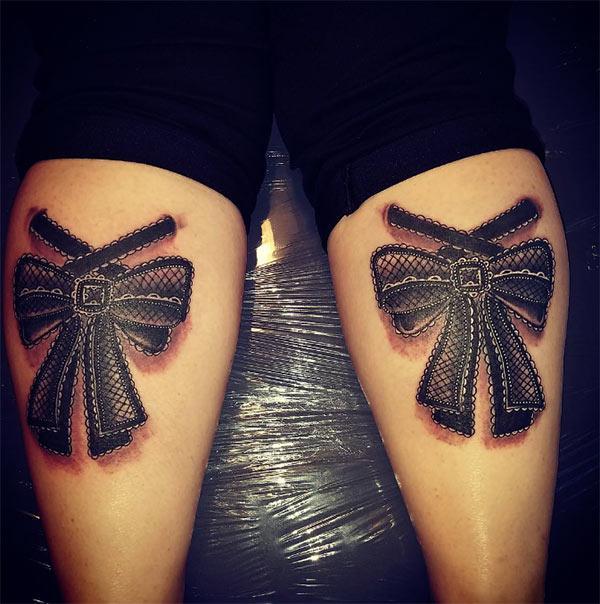 Hneev tattoo nyob rau sab nraum qab ntawm ob txhais ceg rau cov poj niam qhia lawv saib ntxim nyiam