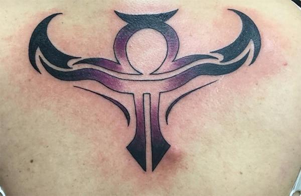 Ang kasagaran nga Libra zodiac tattoo design morag usa ka tipikal nga makina kini usab usa kanila