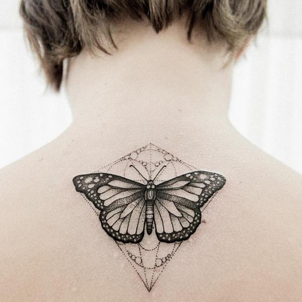 späť motýľ tetovanie