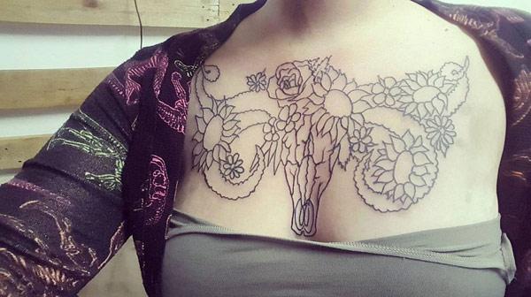 xăm ngực nữ