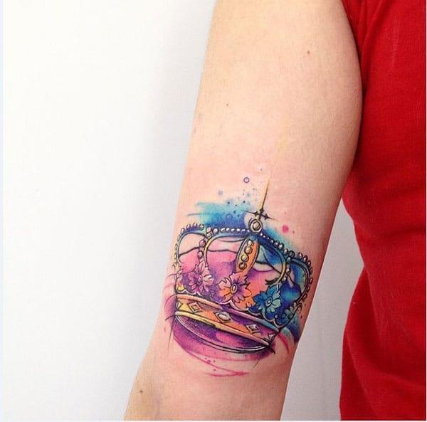 weiblech Kréinung Tattoo'en