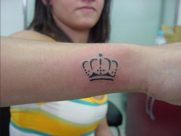crown tattoos for women