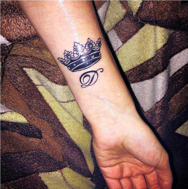 flott kóróna tattoo