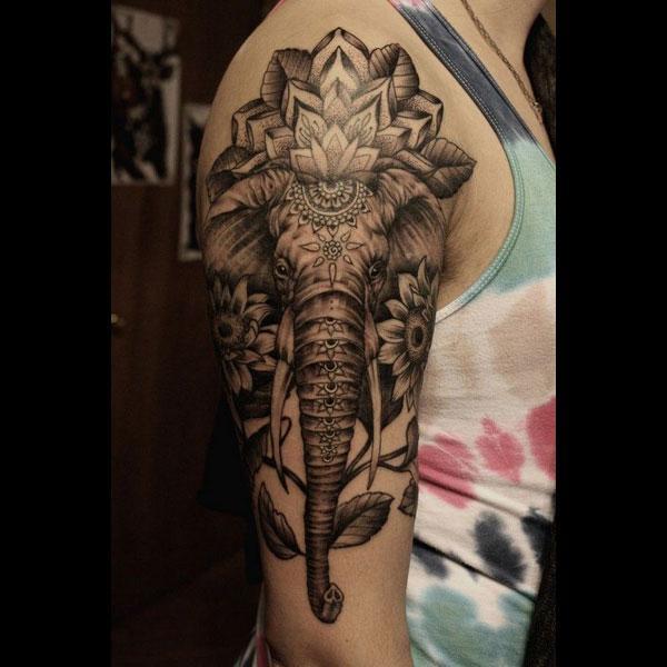 tatuazh elefant në krah
