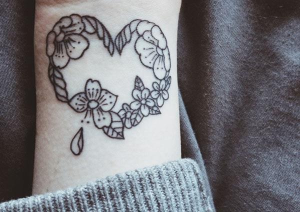 kärlek hjärta tatuering