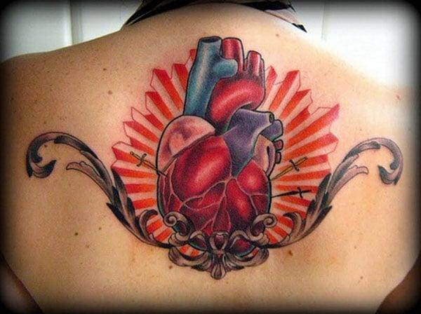 hjärta tatueringar på ryggen