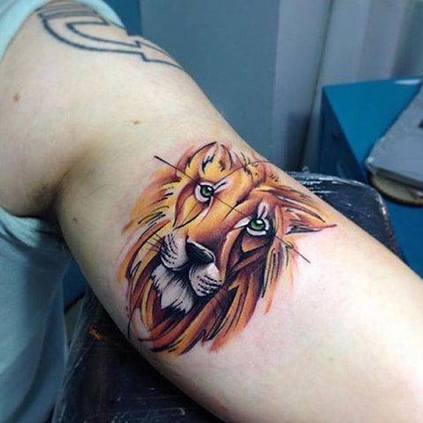 팔에 사자 문신