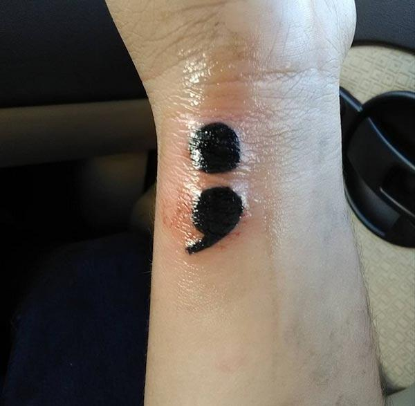 images de tatouages de point-virgule