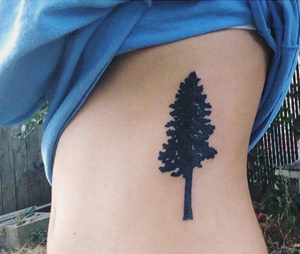 melnā koka tetovējumi