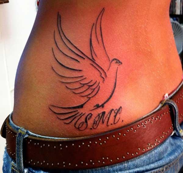 meitene balodis tetovējumiem