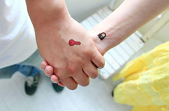 приятелство татуировки облигации