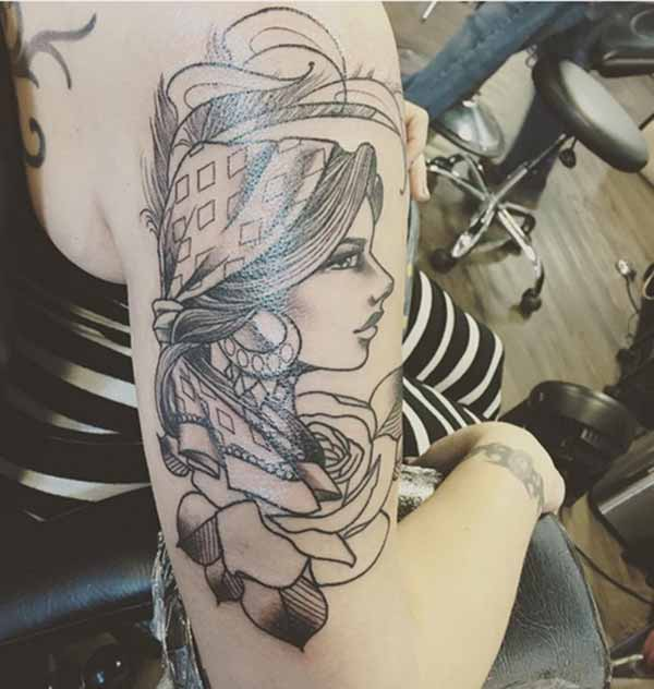 cute na tattoo girl
