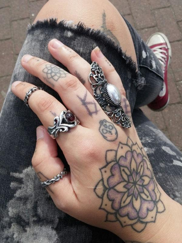 hand tattoos for females