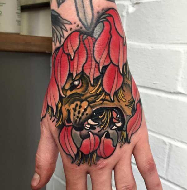 tattoos ya kushangaza mkono