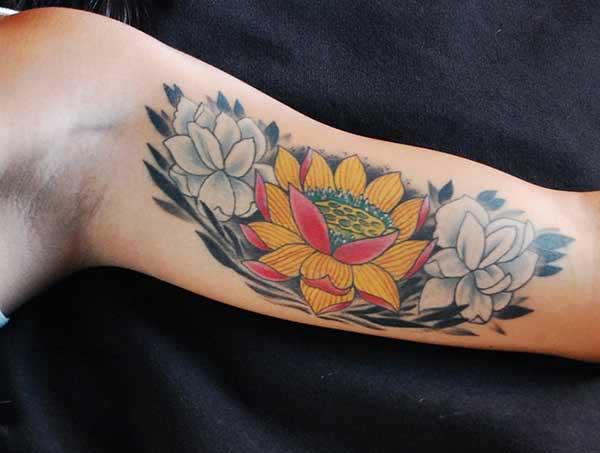 レディースハスの花の入れ墨