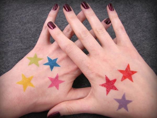 farverige stjerne tatoveringer