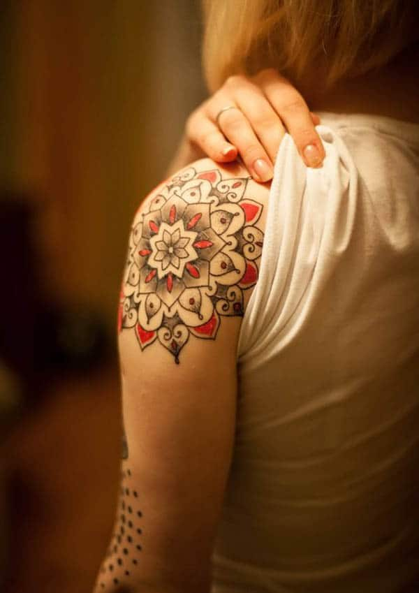 tatuatges colorits de mandala