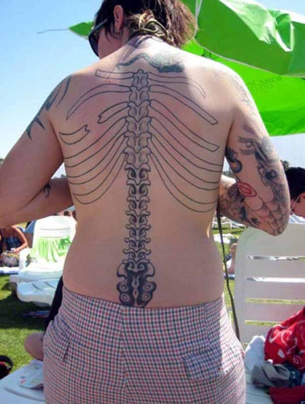 Spine tattoo with overlapping ribs design on the back makes girls look captivating