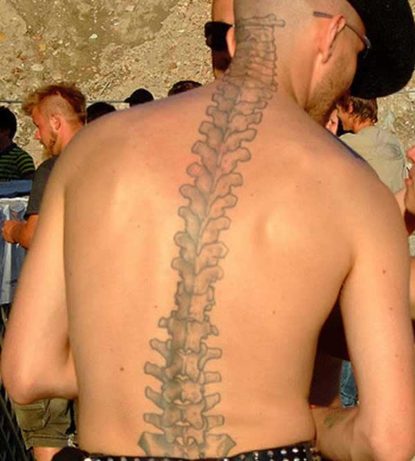 Spine tattoo on from the neck along the back make a man look cute