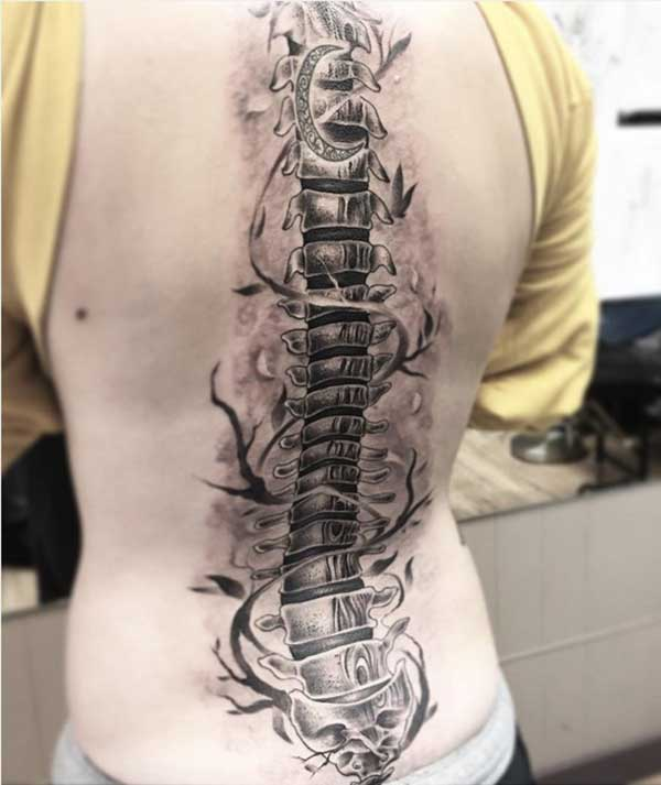 Spine tattoo with flower ink design on the back makes a lady look alluring