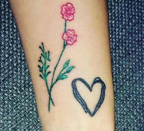 tatuaże na nadgarstki kwiatowe