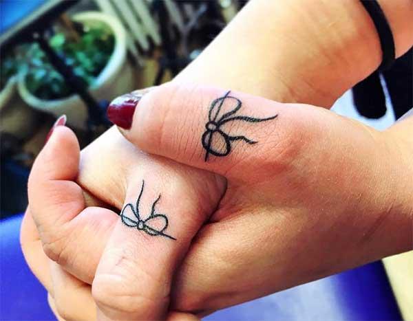 enkle matchende tatoveringer